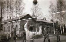Soinisten sukuseuran perustaminen ja sukujuhla sujuivat Puutosmäen koulussa joukkuehengellä.