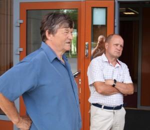 Sukuseuran hallituksen jäsenet vas. Aulis Soininen ja Erkki Soininen Maaningan sukukokouksessa kesällä 2014.